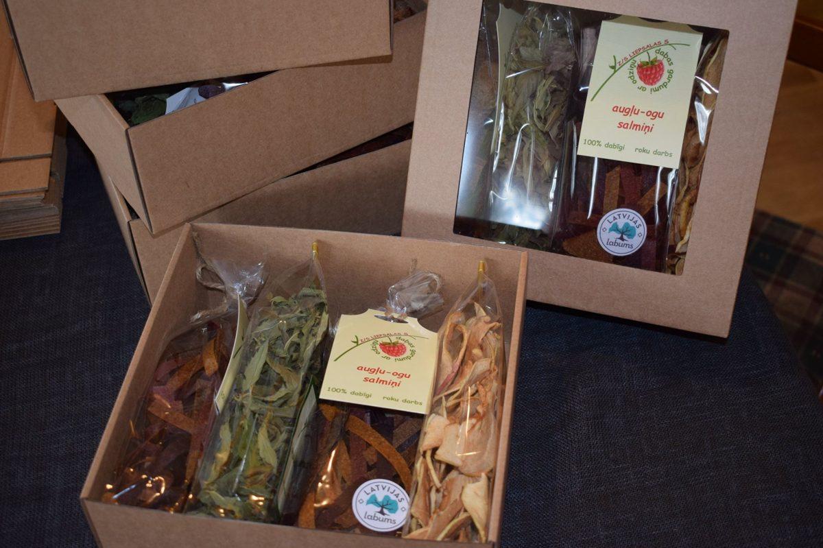 Augļu - ogu gardumi kastē